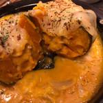焼鳥 炎家 - 坊ちゃんかぼちゃとキノコのチーズグラタンでした。ぽっくりした甘さに味濃いめのグラタンがあう