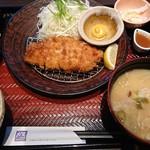 大戸屋 - 料理写真:四元豚のロースかつ定食910円+豚汁170円