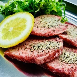 名物爆食い‼️極上近江牛の炭火焼肉食べ放題と季節の食材