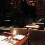 GARDEN CAFE LIFETIME - 席がステージの真正面