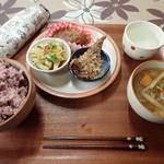 惣菜屋 ビンクロ - 料理写真:おかずを2品とり忘れたけど、おいしいミャ