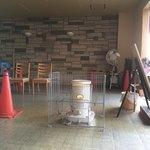 中華そば麦右衛門 - 待合スペースにあるストーブ 優しい気配りを感じます