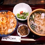 華元 - セットメニュー【親子丼と温かいお蕎麦・サラダ付】+¥150で丼とお蕎麦を大盛にして頂きました。