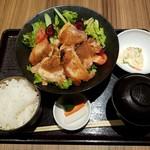 鶏すき焼き はら志の - 鶏ももの生姜焼き全景