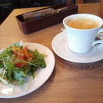 妙典 ワインバル 134 - 1杯目のコーヒーとサラダ