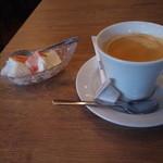 妙典 ワインバル 134 - 2杯目のコーヒーとミニデザート