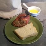 BISTRO INOCCHI - パンとオリーブオイル