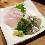 99333381 - 鯛刺身 ¥480(キビナゴはサービス)