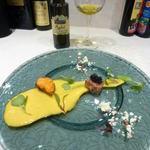 99337849 - 前菜(マルタ島の本鮪に厚岸産バフンウニとキャビア、にんじんのソース)にシチリア産オリーブオイル
