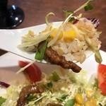 アリユメ - ライスと肉とサラダを一緒に食べる
