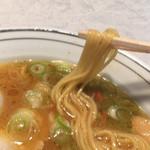 99345615 - ゆるめストレート麺 さすがスープ旨いなあ