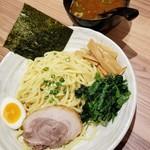 横浜家系ラーメン 銀家 - つけ麺(中盛) 880円