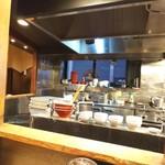 博多ラーメン 虎 - 厨房
