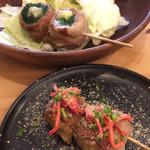 博多串焼き どげんね - 奥、ニラチーズ巻&豚骨ラーメン巻