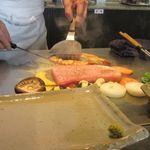 つじ川 - 料理写真:スープとサラダをいただいてると目の前の鉄板で立派な佐賀牛を使った鉄板焼きが始まりました。