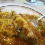 カレーショップキング - カツチーズ大盛り辛口、スプーンで切れるサクサクカツ