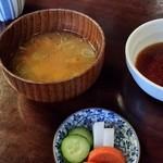 門前茶寮彌生座 - お味噌汁、香の物。