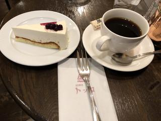 珈琲店トップ 渋谷駅前店 - レアチーズケーキと風で930円