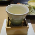 はかた天乃 - 日本酒のメニューも豊富です。 今回は、九州産の中から1合サイズで色々頂きました。