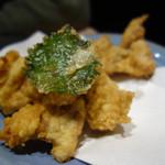 はかた天乃 - 鶏の天ぷら。大根おろし入りのつゆで頂きます。