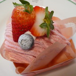 パティスリーアズロール - 料理写真:イチゴのモンブラン