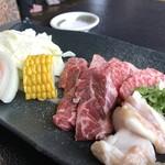 焼肉レストランよつば亭 - 肉3種と野菜、ウインナー、こんにゃく(2018.12.31)