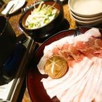 99398205 - ねぎ豚しゃぶしゃぶ。豚バラとロースの二種盛り(*´∀`)ネギがお椀にタップリ!!