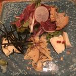 toko - 本日の生ハムサラダとチーズの3種盛り960円