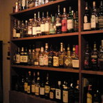 Bar Alchemist - 店内にはウイスキーやラムがいっぱい1