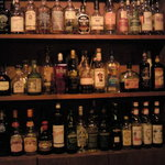 Bar Alchemist - 店内にはウイスキーやラムがいっぱい2