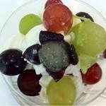 渋谷西村 フルーツパーラー - 3色葡萄パフェ