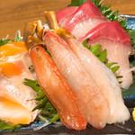 99401387 - 蟹と鮮魚の刺身三点盛り