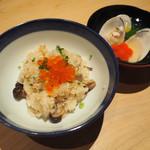 99407569 - 舞茸としめじの炊き込みご飯いくらのせ・留椀 蛤と京人参のお椀