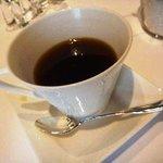 リストランテKubotsu - コーヒー・・できればお代りを注いで下さると嬉しい。デザートの量が多いので1杯だと物足りないですね。