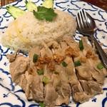 ソムタム - カオマンガイ(ゆで鶏のタイ風チキンライス)