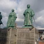 99417163 - 高知駅前の維新志士像
