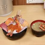 海鮮処 魚屋の台所 - 海鮮丼並+カニ汁