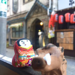 名曲喫茶ライオン - お店バックにその2 いのくん、近寄り過ぎ…