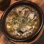 ワインの酒場。ディプント - 秋刀魚のアヒージョ