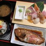 海鮮すし食堂 にほんのうみ - 料理写真:海鮮煮魚ランチ 1300円