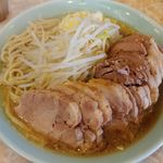 99434658 - (2018.12.31)らーめん(中)豚一本、麺大盛り、カタメ、ニンニクましまし 上から