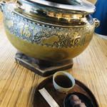 99437045 - 赤福の名入りの火鉢。。。こちらでいただくと一層美味しく感じます☆彡