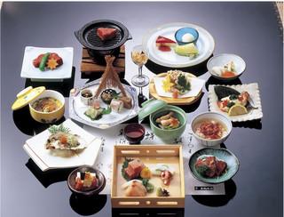 太閤本店 - 美味しい会席料理で会話もはずみます。