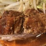 ラーメン 宮郎 - 豚の厚み