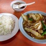 喜楽飯店 - 肉と白菜のうま煮ライス!