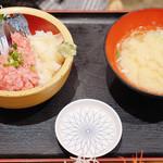 タカマル鮮魚店 - 〆サバ&ネギトロ丼 980円