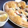 GROVE CAFE - 料理写真:ドライトマトとオリーブPIZZAレモン添え