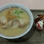 スガキヤ - 料理写真:肉入りラーメン大盛りとチョコクリーム