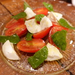 鎗屋町 134 - アンジェラトマトとナポリ直送の水牛チーズでカプレーゼ