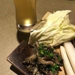 99451072 - 地ビールセット(鶏せせり炭火焼) 1050円(税込)